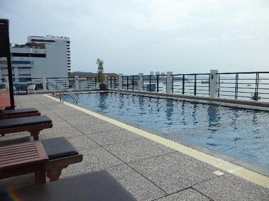 โรงแรมซีมีสปริง: rooftop pool