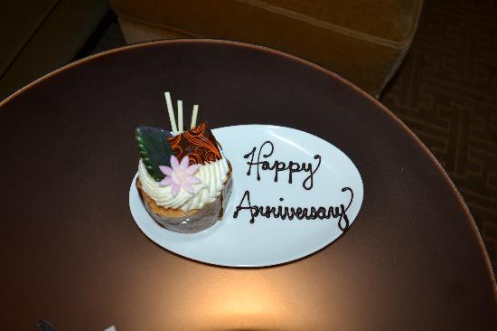 Mandarin Oriental, Las Vegas: Lovely cake from the hotel
