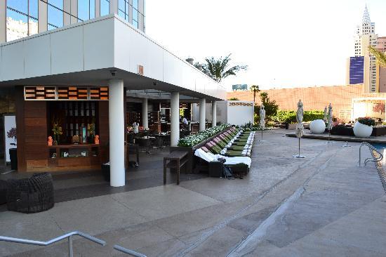 Mandarin Oriental, Las Vegas: Poolside restaurant