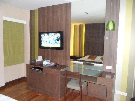 โรงแรมดี วารี ดีว่า บอลลี สีลม กรุงเทพฯ: flat screen