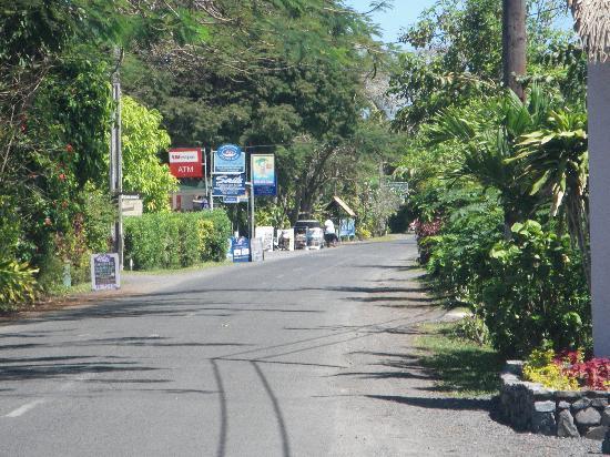 Vaikoi: Driving through Muri Beach area