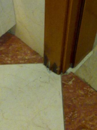 Hotel Best Tenerife: pequeño desperfecto del baño