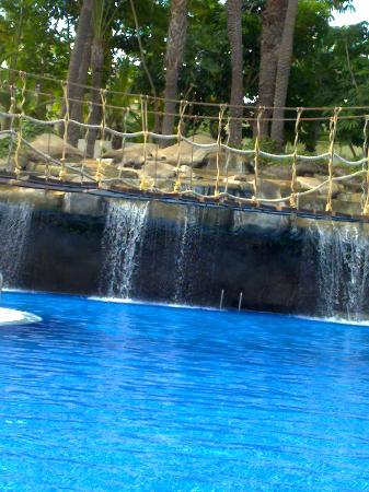 Hotel Best Tenerife: cascada de agua en la piscina