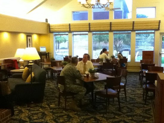 Residence Inn Raleigh-Durham Airport/Morrisville: Breakfast area