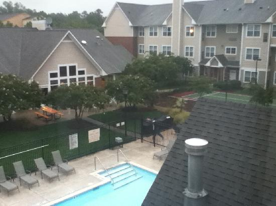 Residence Inn Raleigh-Durham Airport/Morrisville: Outside in the rain