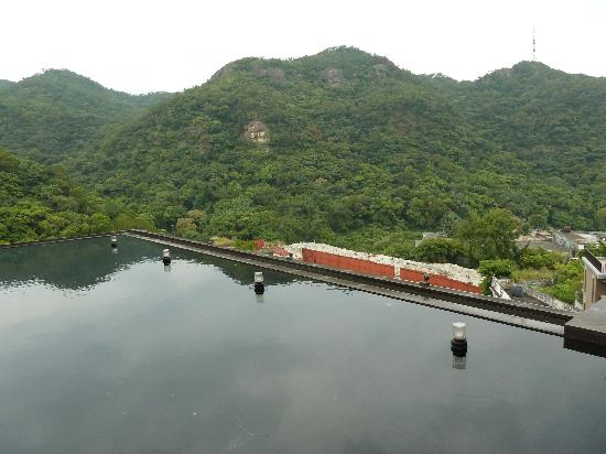 Grand View Resort Beitou : View from the lobby and restaurant