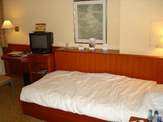 Single bedroom - Bild von BEST WESTERN Hotel Geheimer Rat, Magdeburg ...