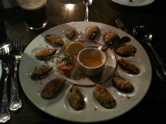 Burkes Bar and Restaurant: breaded muscles... yum!