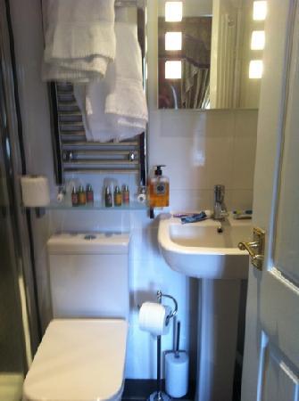 Stonegarth Guest House: modern bathroom room 5