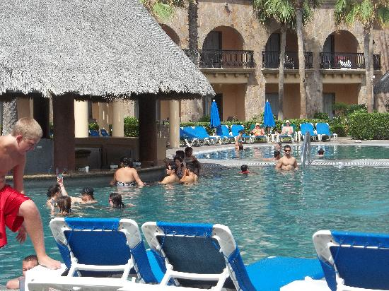 Royal Solaris Los Cabos: The best part - the pool bar!
