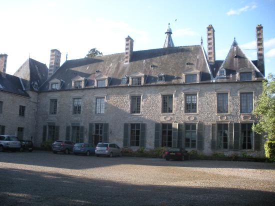 Chateau de Saint Paterne: The front of the chateau