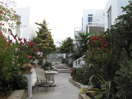 Semeli Hotel: 客室をむすぶ通路