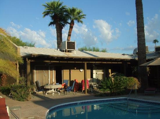 Arizona Sunburst Inn: View of rooms 1 & 3