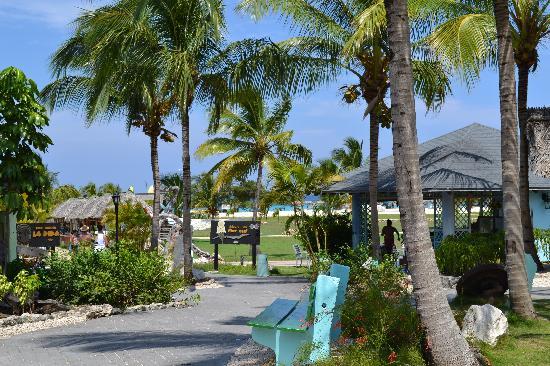 Hotel Playa Pesquero Resort, Suite & SPA: En direction de la plage!