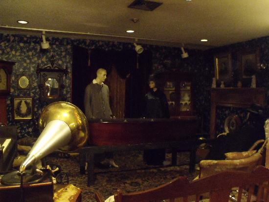 Queens County Museum: A Funeral in the Parlour
