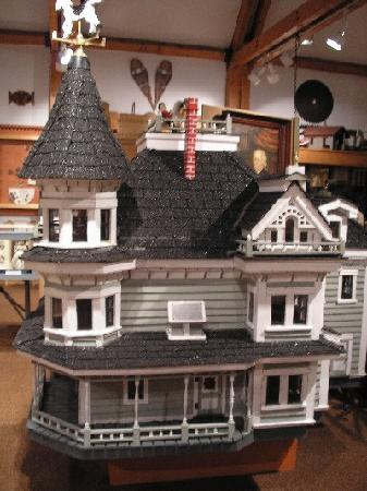 Queens County Museum: Mid-size reproductions of local buildings.