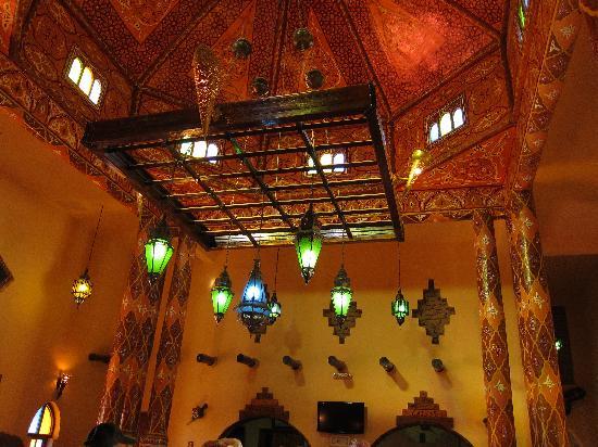 Kasbah Hotel Chergui: Lights in the Lobby