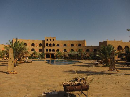 Kasbah Hotel Chergui: Pool area