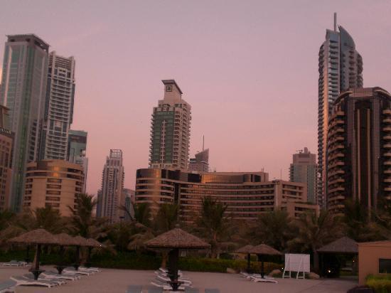 กรอสเวอเนอร์เฮ้าส์ ดูไบ: Dubai Marina Skyline