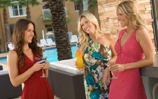 The Point Hotel & Suites: Relax with cocktails at the poolside Cabana Bar & Grill