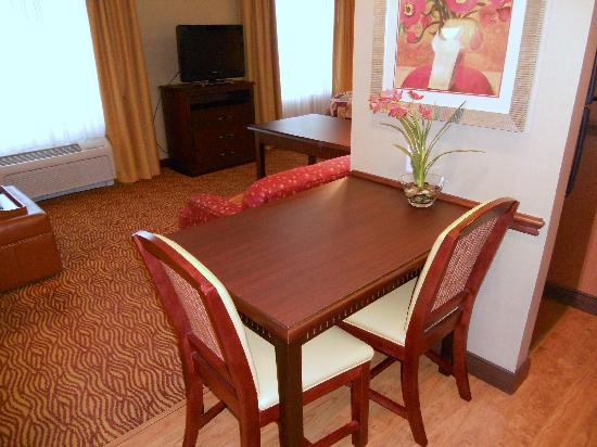 Homewood Suites by Hilton, Medford: Dining area