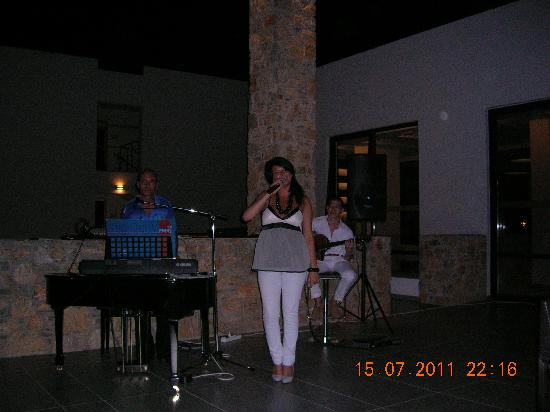 Sensimar Palazzo Del Mare: The home band. Just amazing!