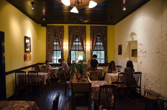 Narrow Door Cafe: Restaurant