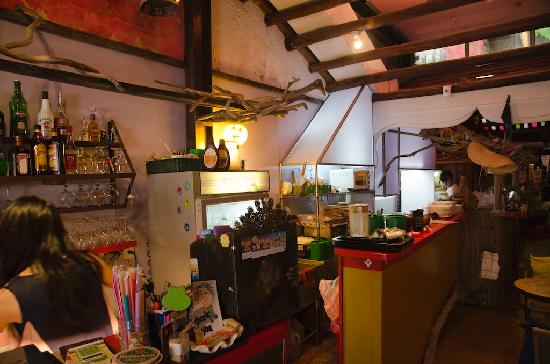 Chez Papa: kitchen