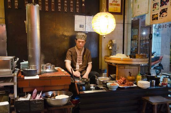 Slack Season Tan Tsi Noodle: kitchen