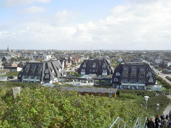 Dorint Strandresort & Spa Sylt-Westerland: Blick von der Himmelsleiter aufs Hotel