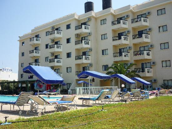 Livas Hotel Apartments: Livas and pool