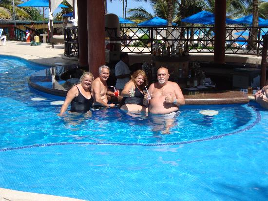 The Reef Playacar: en la piscina