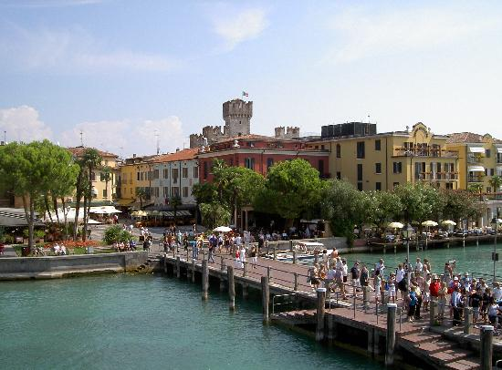 Lazise, อิตาลี: Arriving by ferry