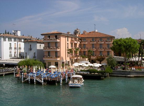 Lazise, อิตาลี: View from ferry
