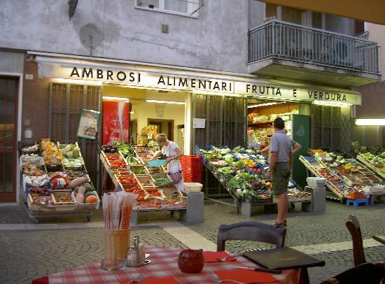 Bardolino (เทศบาลบาร์โดลิโน), อิตาลี: The freshest fruit and veg shop