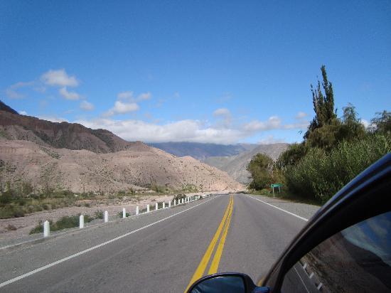Paseo de los Colorados: camino a Salinas grandes