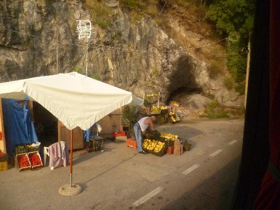 Hotel Santa Lucia: Amalfi Lemon seller