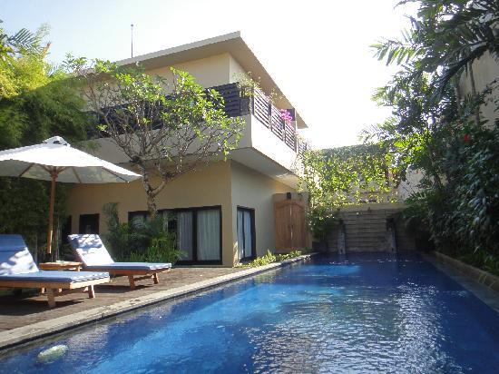 Alam Warna: 3-bedroom villa