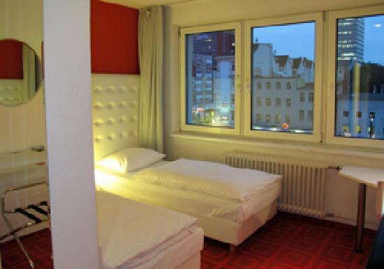 Hotel Monopol: Monopol - Zimmer 418