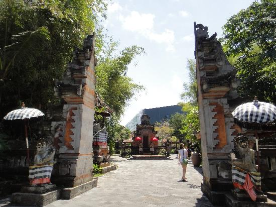 Bali Safari & Marine Park: Candi Bentar (split gate) at zoo