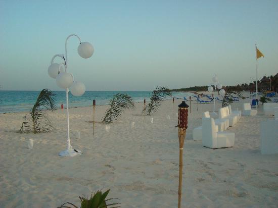 Catalonia Playa Maroma: Fiesta de blanco en la playa