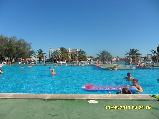 BelleVue Club: lake & pool