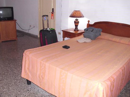 Hotel Deauville: cama del hotel