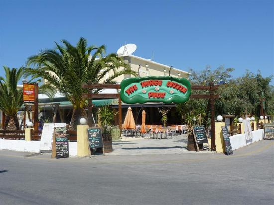 The Lagoon Hotel and Apartments: Three Little Pigs - Greek Taverna with fire dancing