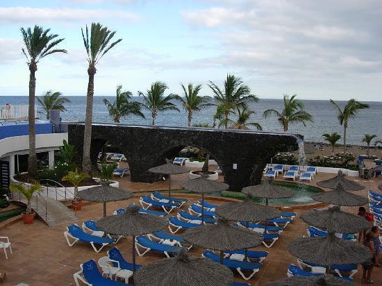 VIK Hotel San Antonio pool area