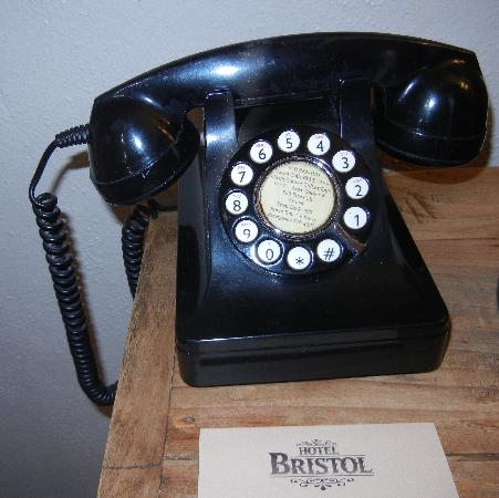 Hotel Bristol: Vintage Phone (Nice Touch)