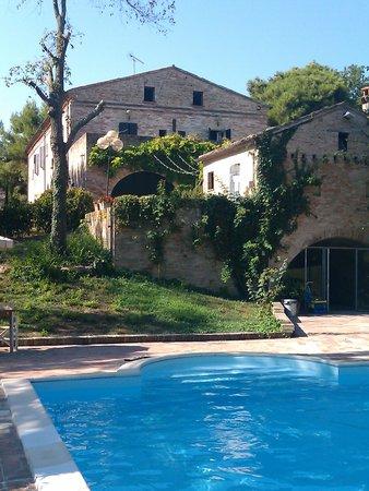 Villa Tombolina: Piscina con villa sullo sfondo