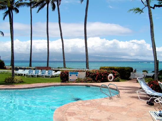Napili Surf Beach Resort: pretty pool and gorgeous ocean!