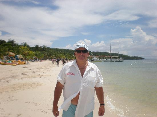 Roatan Christopher Tours: Nice Beach at West Bay