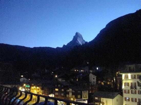 Grand Hotel Zermatterhof: Das Matterhorn von unserem Zimmer aus, bei Abendstimmung.